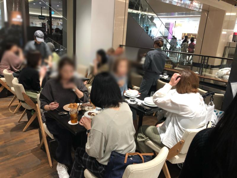 ル・ショコラ・アラン・デュカス 大丸心斎橋店のカフェスペース