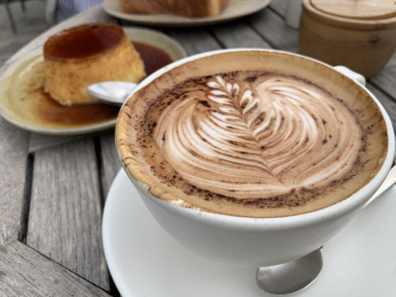モトコーヒーのカプチーノ コン カカオ