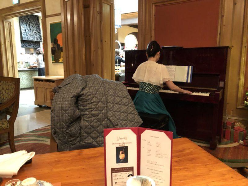 ピアノの生演奏もあったりして