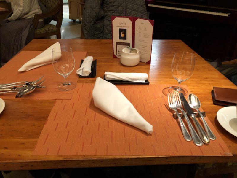 そして、テーブルへ