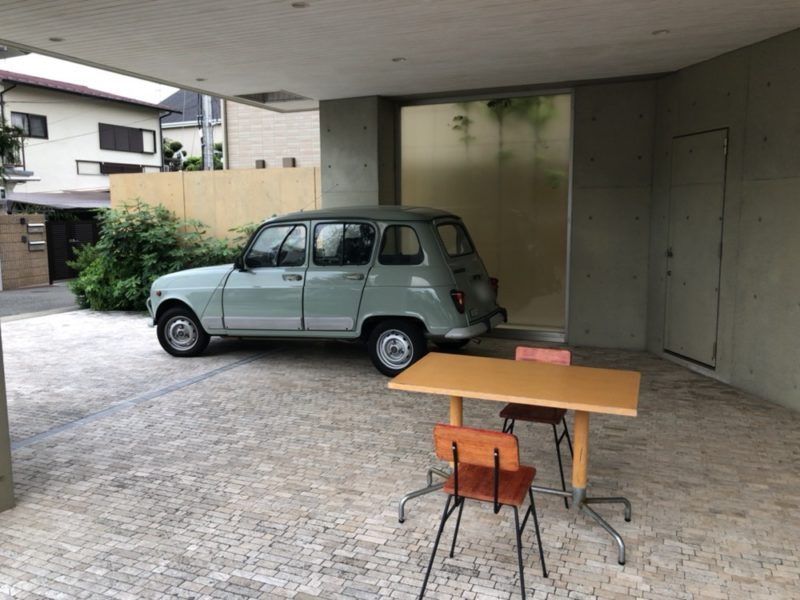 ダニエル本店の駐車場