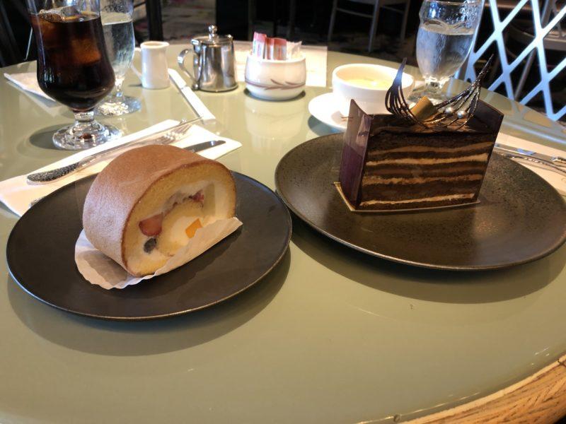 SATSUKI の スーパー オペラ・レジェール と フルーツ ロールケーキ