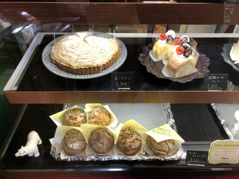 cake 太陽ノ塔 のシュークリーム、モンブラン、ロールケーキ