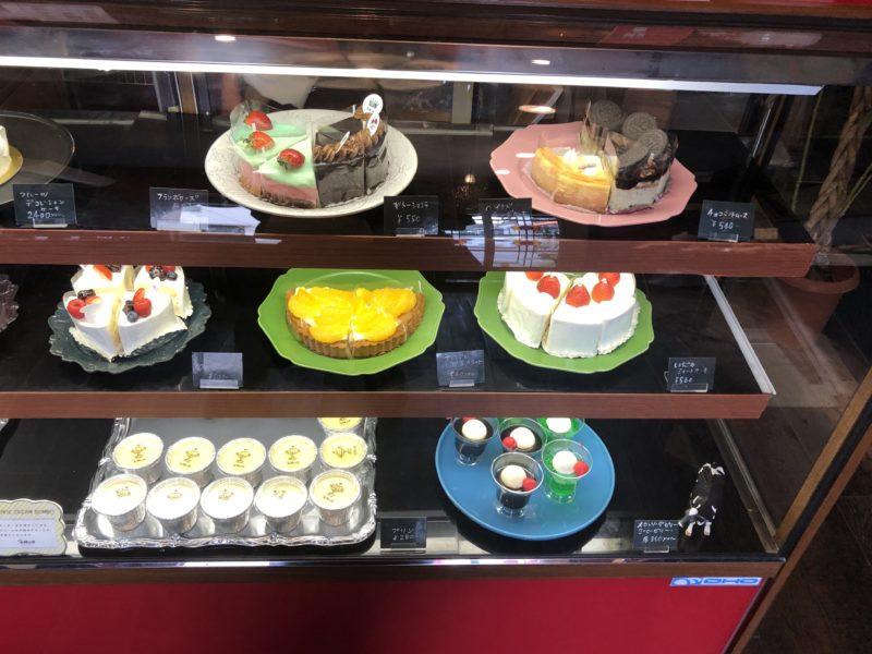 cake 太陽ノ塔 のプリン、ロールケーキ