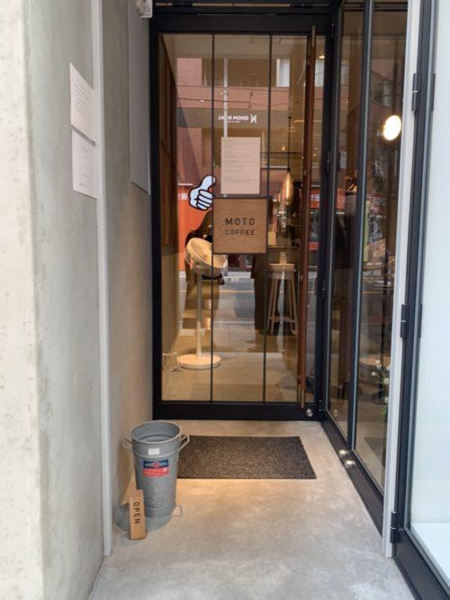 モトコーヒー (MOTO COFFEE) 内本町店の入り口