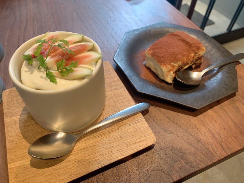モトコーヒー (MOTO COFFEE) 内本町店のティラミスと季節の果物のショートケーキ
