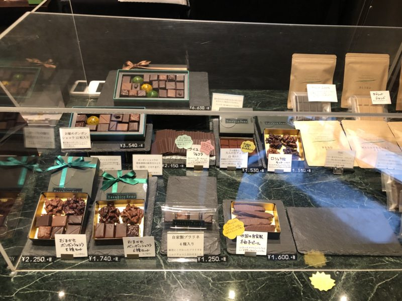 ショコラティエ ヤスヒロ・セノ 神戸 のボンボン・ショコラ