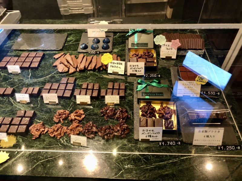 ショコラティエ ヤスヒロ・セノ 神戸 の ボンボン・ショコラ