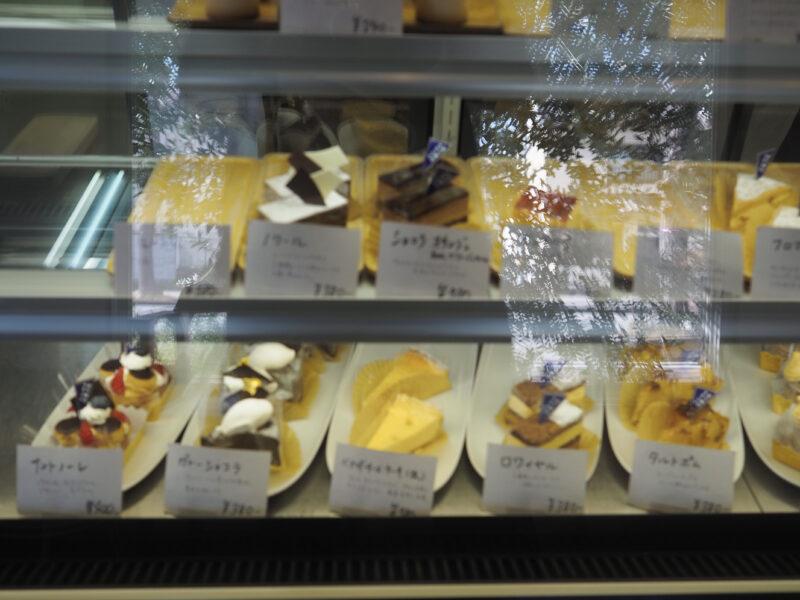 ハシグチ洋菓子店のショーケース