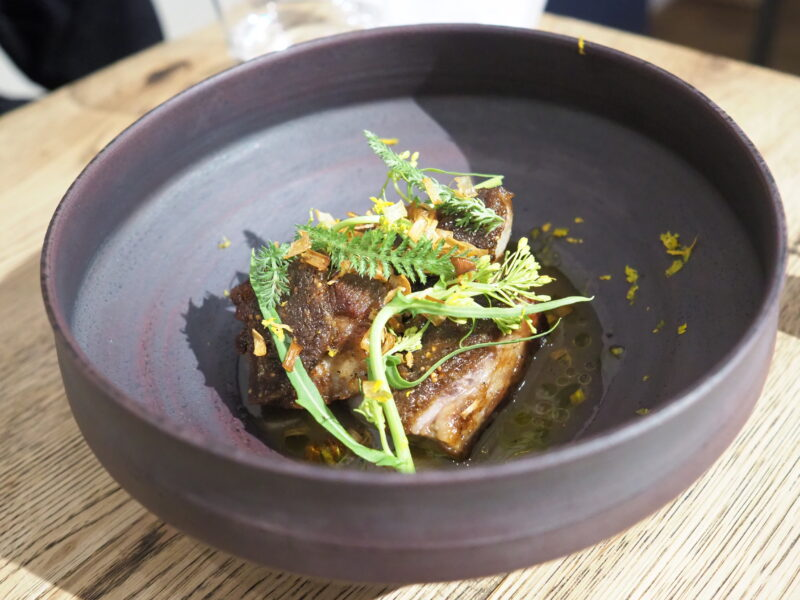 イベリコ豚肩肉のコンフィ 染み大根とふき味噌