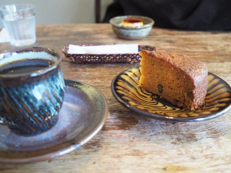 本日のコーヒー と キャロットケーキ