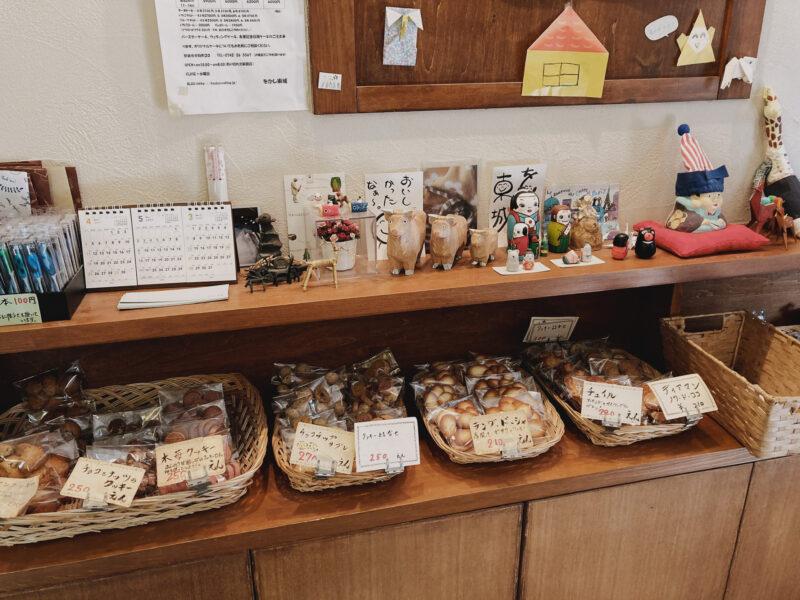 焼き菓子の棚