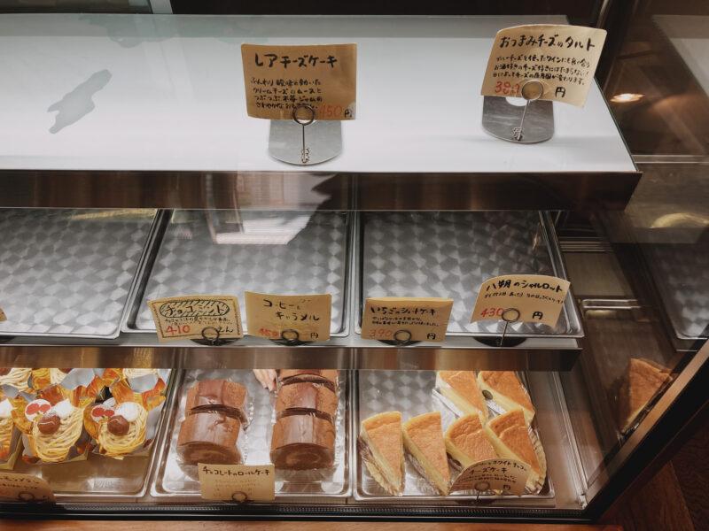 ケーキのショーケース (右)